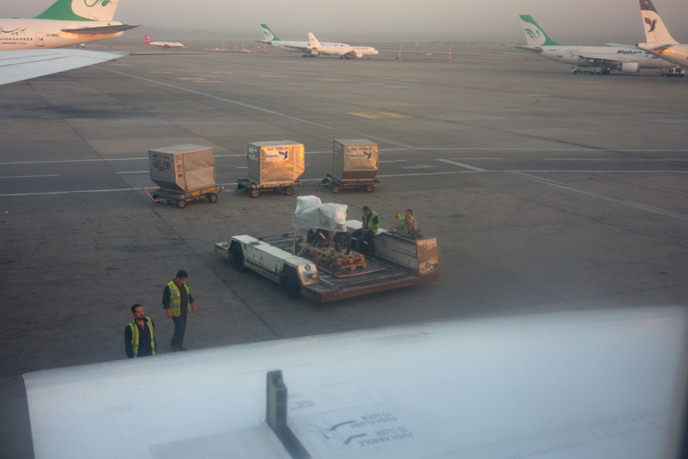 Enviar la moto de Irán a la India en avión. Parte 2