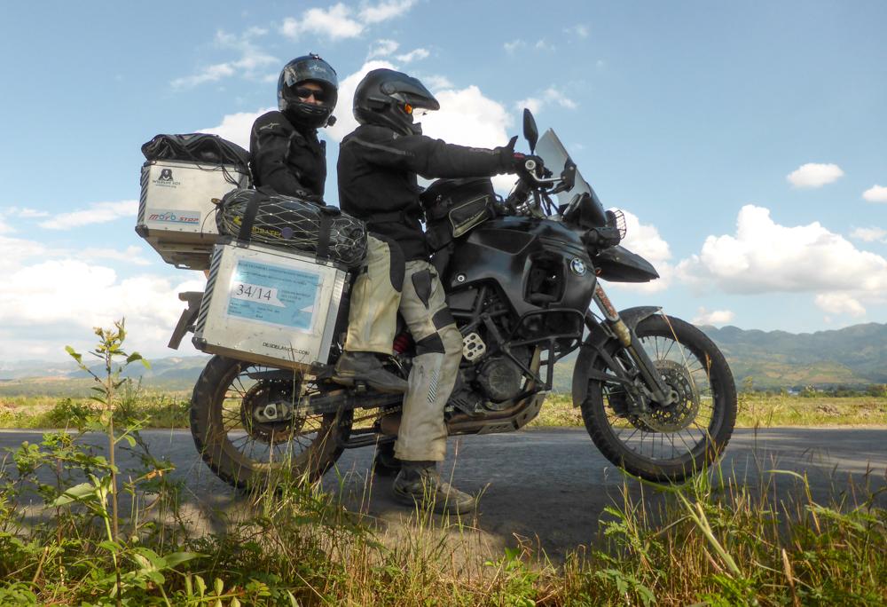 Los dos en la moto
