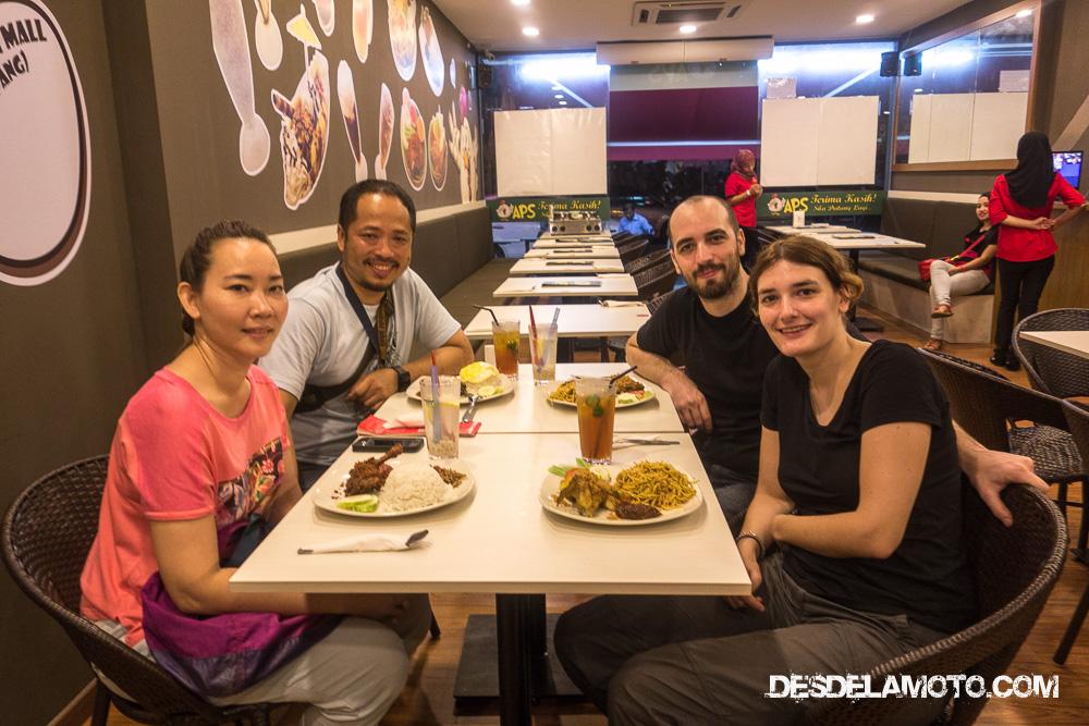 Cenando con Liam y su mujer