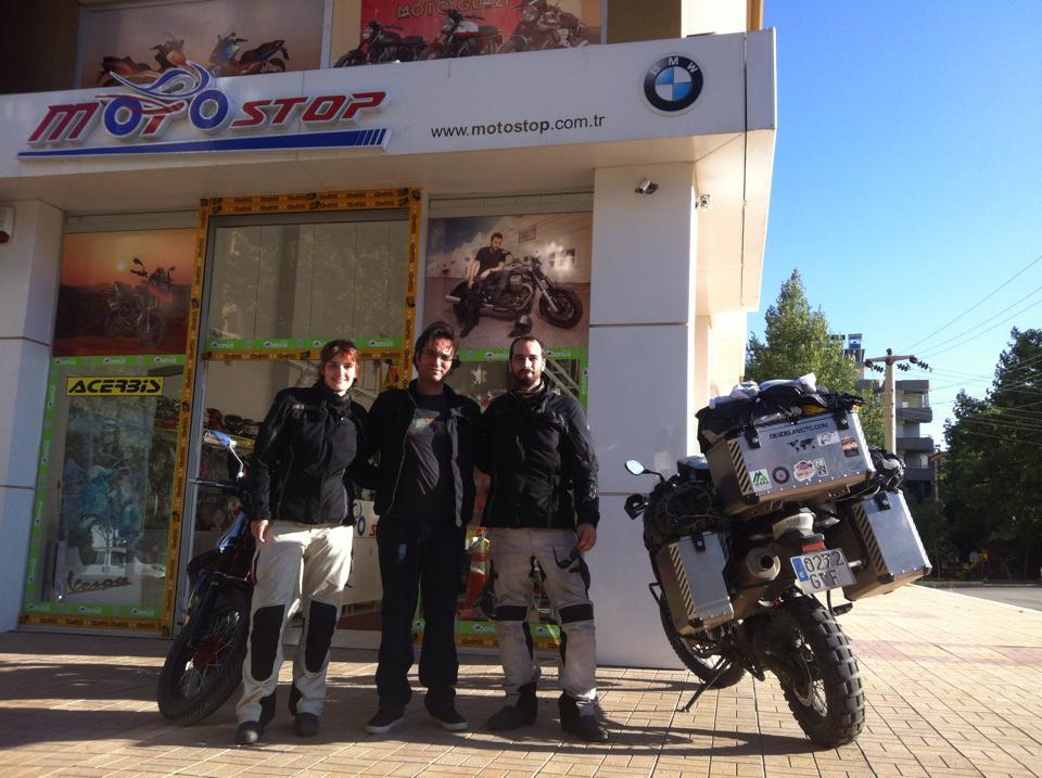 Con Emre en su tienda Moto Stop