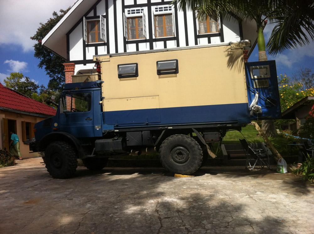 Camión militar de Peter y Jen
