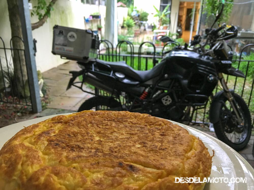 Síiiii, tortilla de patata!! Dos inquilinos taiwaneses alucinaron con esto, y sobre todo con las aceitunas, no las habían visto en la vida.