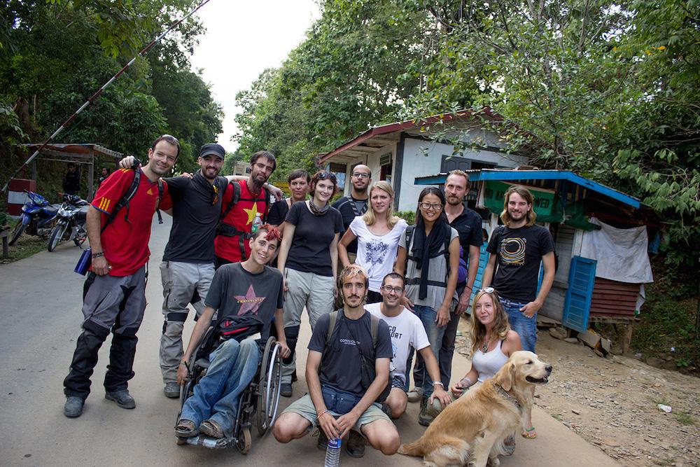 Foto del grupo con Albert y sus compañeros de viaje