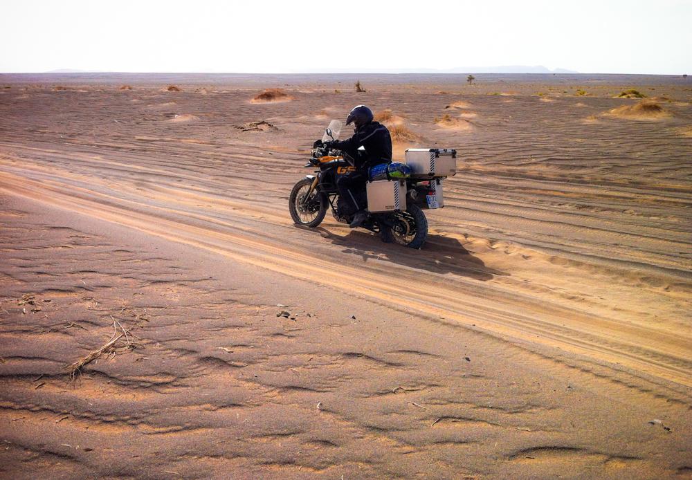 la moto en arena de duna