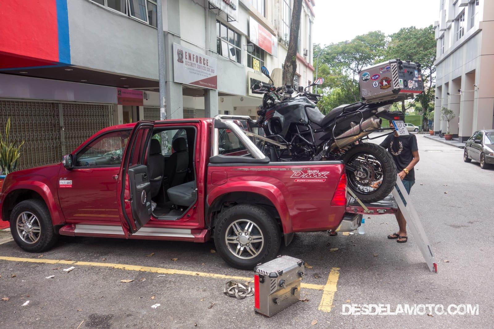 Moto rota en pickup